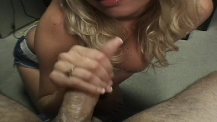SEXY BLONDE BABE STROKING AND SUCKING A BIG DICK IN POV